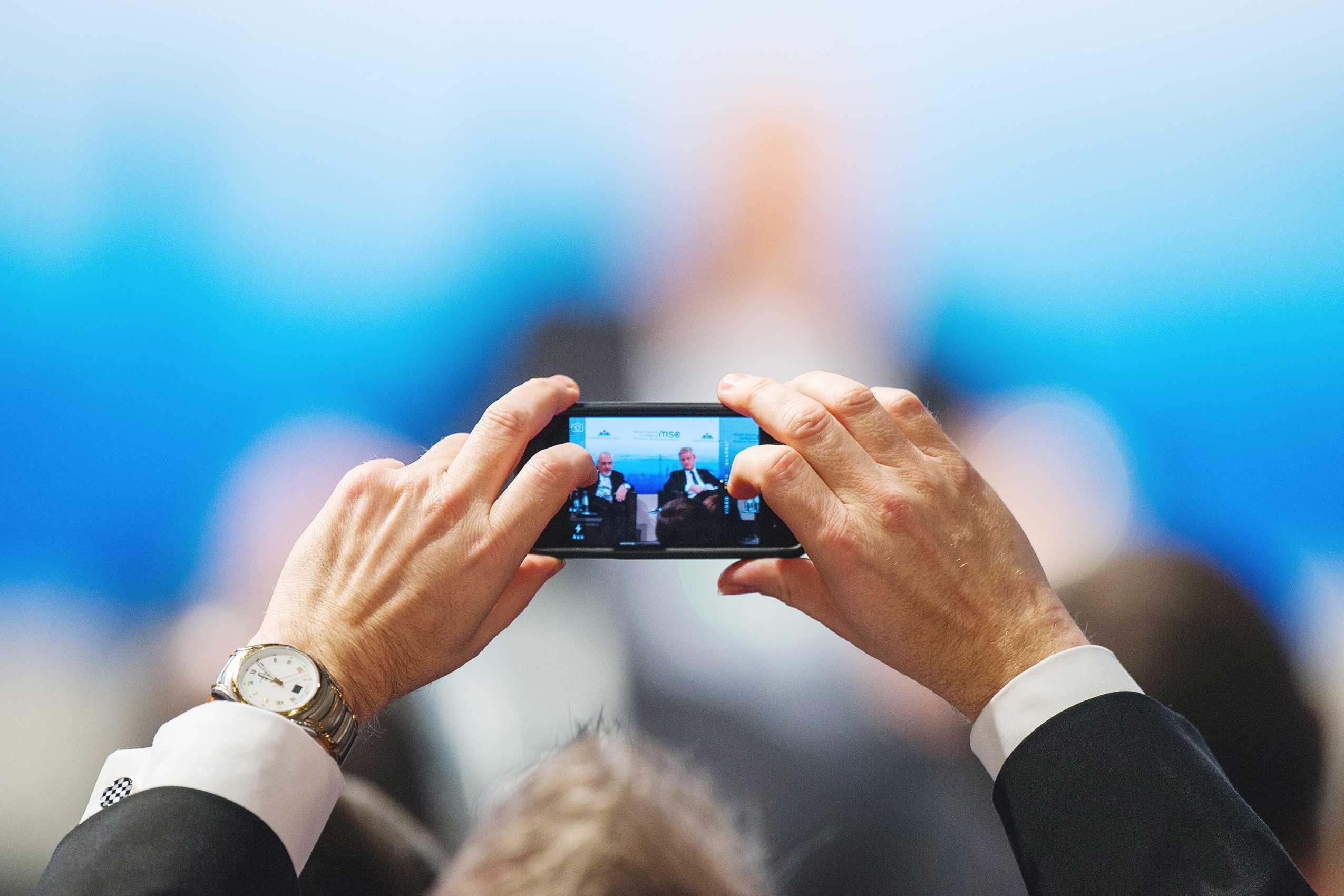 re-smartphone-wikipedia