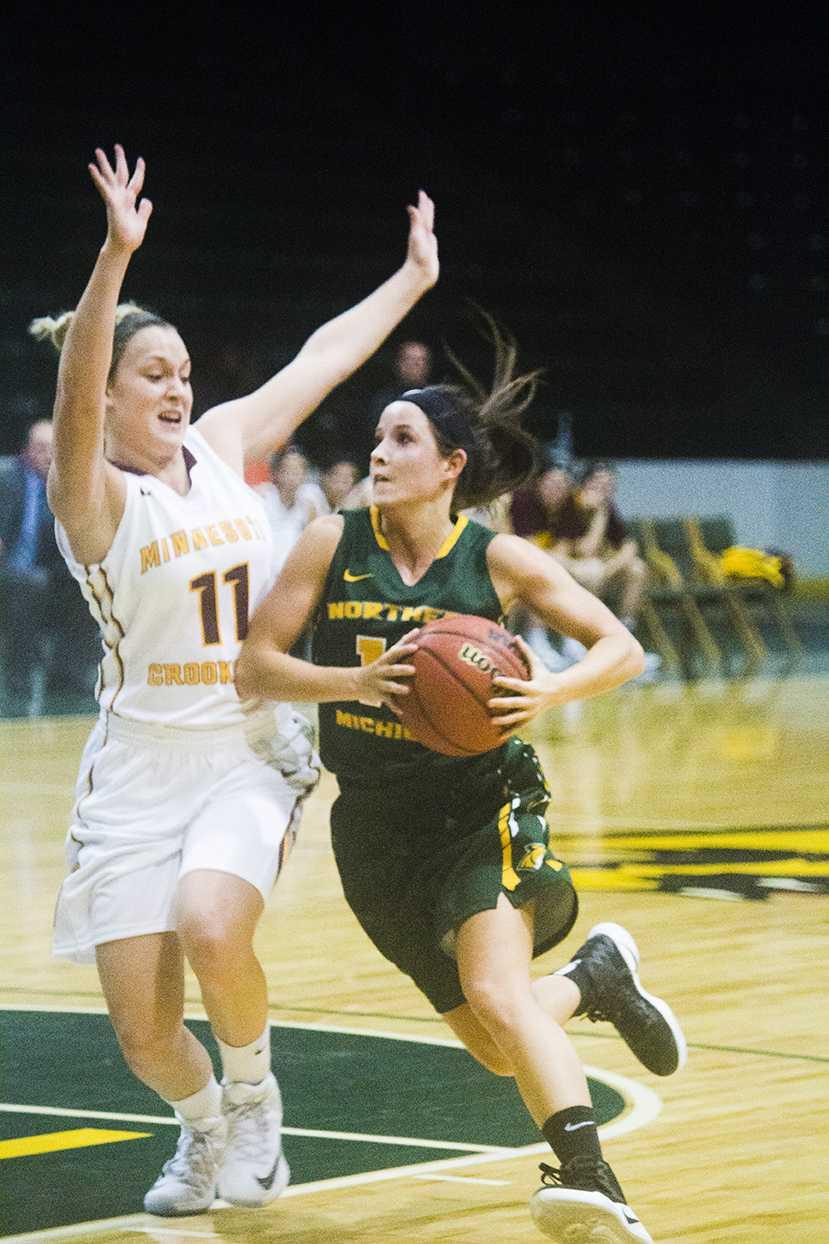 re-WomensBasketball.NeilFlavin.Online